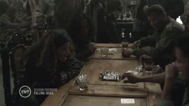 Still 2 - Hersheys em Falling Skies: um product placement bacana e sutil