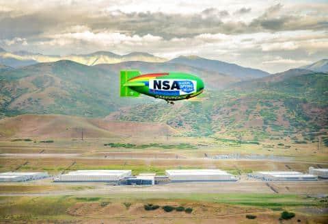 Greenpeace, Electronic Frontier Foundation e TAC sobrevoam NSA com dirigível para protestar contra espionagem